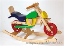 dětská dřevěná houpací hračka motorka barevná elm