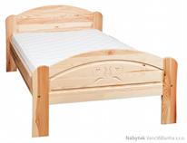 dřevěná jednolůžková postel z masivního dřeva borovice L2 řezba jandr