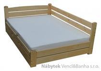 dřevěná dvoulůžková manželská postel s úložným prostorem Forteca chalup