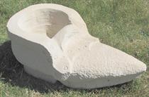 zahradní pískovcová dekorace z kamene bota špičatá skladem