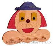 dekorace dětský dřevěný závěsný věšák klaun drewfilip 43