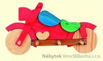 dekorace dětský věšák motorka met 26507