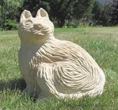 zahradní pískovcová dekorace z kamene kočka skladem