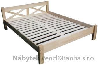 dřevěná dvojlůžková postel z masivního dřeva Kaja chalup