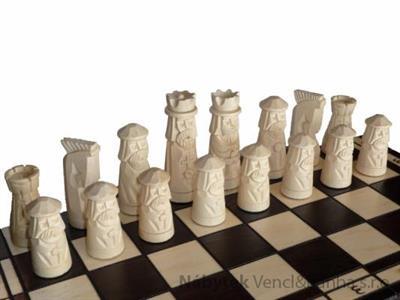 dřevěné šachy vyřezávané MUMINEK 124 mad