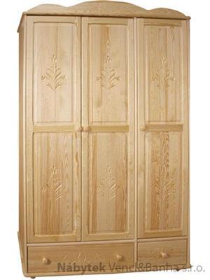dřevěná šatní skříň trojí dvířková vyřezávaná z masivního dřeva borovice  z kolekce P08 drewfilip
