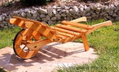 dřevěná zahradní dekorace, dřevěný dekorační trakař malý Kuba 8
